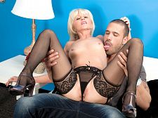 She's a first-timer, but that babe copulates like a professional!