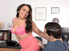 Gabriella Sky's astonishing oral-service skills