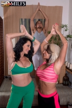Rita Daniels & Sally D'Angelo share a cock